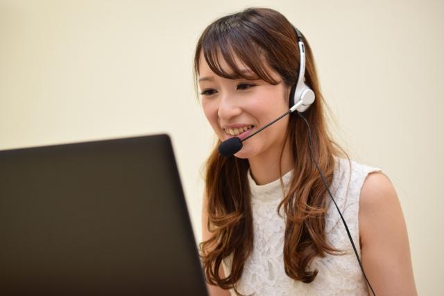 Skypeで会話する女性